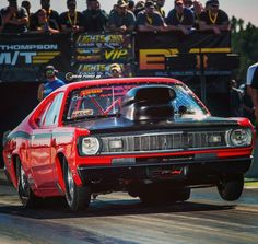 When I was a kid back in the there was no shortage of Dusters running in Pro Stock, so every time I see one now such as Kevin Merritt's running in the Outlaw 632 class, it puts a big ole goofy smile on my face 😊 Weird Cars, Cool Cars, Plymouth Muscle Cars, Plymouth Duster, Top Fuel Dragster, Drag Bike, Street Racing, Drag Cars, American Muscle Cars