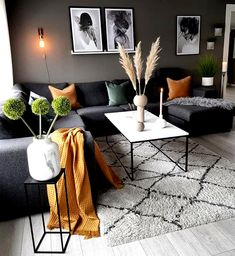 The pops of colour totally change this living space by - Favorit Einrichtung - Home Decor Home Living Room, Living Room Designs, Living Room Decor, Living Spaces, Small Living, Cozy Living, Apartment Living, Bedroom Decor For Couples, Room Decor Bedroom