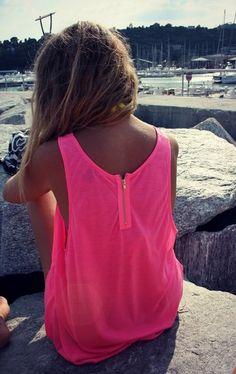 such a cute zipper at the back!