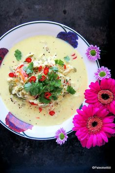 Aasialainen kookos-kalakeitto   PALEOKEITTIÖ Oriental Food, Soup Recipes, Risotto, Panna Cotta, Food And Drink, Lunch, Asian, Tuli, Ethnic Recipes