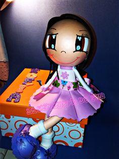 """Muñeca fofucha sentada sobre joyero. La muñeca va personalizada y sobre la tapa del joyero lleva nombre. Mas modelos accediendo a La Pifucheria de Pili """"pinchando esta foto"""""""