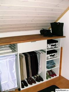 Discover the best dressing room suggestions, layouts & motivation to match your design. Browse through photos of dressing rooms & closets to produce your best home. Small Walkin Closet, Attic Closet, Room Closet, Attic Master Bedroom, Attic Rooms, Attic Spaces, Small Dressing Rooms, Dressing Room Design, Dressing Area