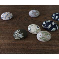 刺繍ブローチ各種。秋の装いに。  #embroidery #embroiderydesign #brooch #botanical #accessory #handmade #刺繍 #刺繍ブローチ #足踏みミシンで刺繍 #手仕事 #葉