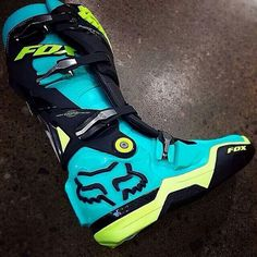 I would like to have a pair of these fox racing boots! Dirt Bike Riding Gear, Dirt Bike Boots, Dirt Bike Helmets, Dirt Biking, Fox Racing, Pink Dirt Bike, Quad, New Dirt Bikes, Motocross Bikes