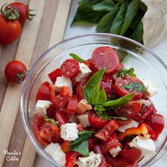 Salata de rosii cu branza si busuioc / Tomato salad with cheese and basil - Madeline's Cuisine Tomato Salad, Caprese Salad, Cas, Romanian Food, Healthy Salad Recipes, Recipies, Food And Drink, Cheese, Cooking