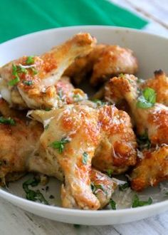 Chicken With Parmesan & Spices Foods To Eat, Mozzarella, Chicken Wings, Parmesan, Tapas, Recipies, Spices, Lunch, Meat