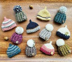 せっかく撮ったお写真なのでアップしちゃいました✨ . ミニチュア帽子の大集合! 来年もまたちょっと違った帽子も編みたいな~❤ . 明日明後日はクリスマス⛄ 我が家は24も25も子供に付き合いイベント三昧です(笑)  . ワクワクルンルン素敵なクリスマスをお過ごしくださいね~❤ . #pompondahlia #knit#かぎ針 #crocheter #amimono #かぎ編み#かぎ針編み#ハンドメイド#motif#ニット帽#ドングリ帽子 #handmade#crochet #モチーフ #北欧 #ミニチュア#ブローチ#クリスマスプレゼント #クリスマス