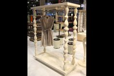 DIY free standing retail display using reclaimed wood pieces Retail Boutique, Mobile Boutique, Boutique Stores, A Boutique, Boutique Clothing, Merchandising Displays, Store Displays, Retail Displays, Clothing Displays