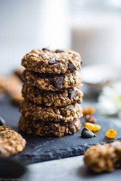 Oatmeal No Bake Cookies -These EASY, no bake oatmeal cookieshave a surprise tahini twist, chocolate and notes of spicy cardamon and chewy golden raisins! A healthy, gluten/dairy/egg free treat for only 110 calories! | #Foodfaithfitness | #Vegan #NoBake #Healthy #ChocolateChip #Glutenfree