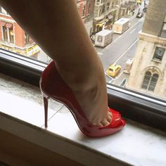 Good Night #ChristianLouboutin #LucyHeels #LoubouQueen #Louboutin #RedSoles #NYC #NewYork #Window #Shoefie #PictureOfTheDay #Closeup #ToeCleavage #ToeNails #Stiletto #Heels