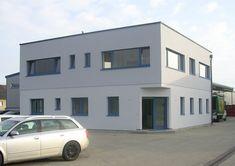 Das eingeschossige Bürogebäude der Firma Dirisamer aus Weibern platzte aus allen Nähten. GENBÖCK HAUS schaffte durch die Aufstockung ausreichend Raum für funktionelle Büro- und Verwaltungsräumlichkeiten. Commercial Real Estate