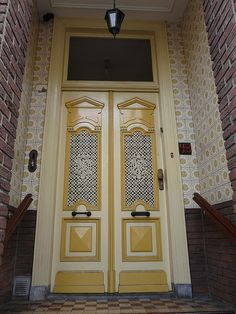 Accentueer je voordeur door met 2 kleuren te spelen.