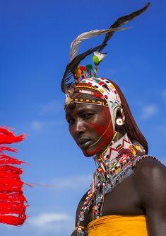 Portrait Of Rendille Warrior Wearing Traditional Headwear, Turkana Lake, Loiyangalani, Kenya | par Eric Lafforgue
