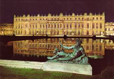 I've always been fascinated with  the excessive life of King Louis the XIV, fondly called the Sun King. And the Palace of Versailles perfectly symbolizes his lavish lifestyle. Could easily imagine myself at home there :)