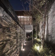 Gallery of Ipes House / Studio MK27 - Marcio Kogan + Lair Reis - 7