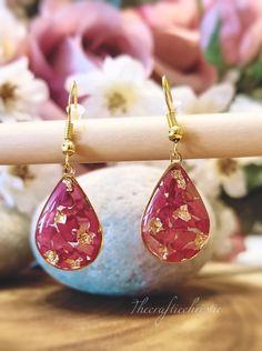 Fabric Jewelry, Etsy Jewelry, Jewelry Crafts, Flower Jewelry, Flower Earrings, Making Resin Jewellery, Polymer Clay Jewelry, Resin Jewlery, Diy Resin Art