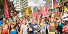 Regierungen hassen Protest – und brauchen ihn  G20 entscheidet in Hamburg zum Klimawandel gar nichts und zum Thema Handel genau das Falsche? Nicht mit uns! Wir gehen auf die Straße – und auf's Wasser. Zehntausende stehen auf und zeigen den mächtigsten 20 der Welt: Eure Politik trifft auf unseren Widerstand. Seien Sie am Sonntag ab 12 Uhr auf dem Rathausmarkt mit dabei und werden Sie Teil der schillernden G20-Protestwelle in Hamburg!