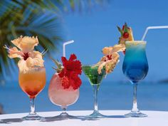 Free Tropical Drink and Cocktail Recipes.: Tropical Cocktail Drinks: The Blue Hawaiian Recipe Beach Cocktails, Summer Drinks, Cocktail Drinks, Fun Drinks, Healthy Drinks, Alcoholic Drinks, Fruity Drinks, Colorful Drinks, Refreshing Cocktails