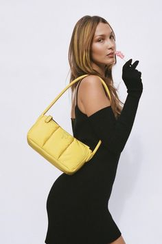 Viejo Hollywood, Old Hollywood Style, Hollywood Fashion, Img Models, Bella Hadid Estilo, Kendalll Jenner, Marc Jacobs, Isabella Hadid, Yellow Shoulder Bags