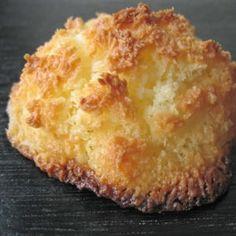 rocher à la noix de coco  http://cuisine.journaldesfemmes.com/recette/324447-rocher-a-la-noix-de-coco