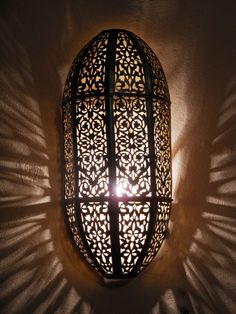 Fine Moroccan wall lamp with its delicate openwork pattern