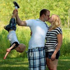 Photography Don'ts. Bad Parenting and ridiculous pose/photograph. It's not a family picture it almost look like you don't want your kid there. Plus this kissing with the kid there wether like this or the kid looking at the camera while you two kiss is so lame. Please make it stop!