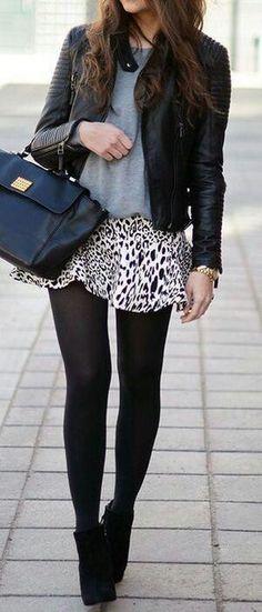Veste en cuir + haut gris + jupe zebre + collant noir + talons