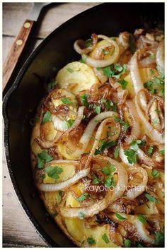 *Balsamic Onion & Potato Frittata* <> Main Ingredients: 1. Potatoes, 2. Eggs, 3. Onions, 4. Garlic clove <> Standard Ingredients: Balsamic, brown sugar, salt, pepper, paprika powder, cayenne pepper, dried parsley, olive oil