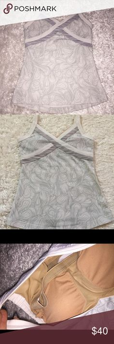 Lulu Tank Size 4, in excellent condition! Bra padding included. Perfect workout Tank. lululemon athletica Tops Tank Tops