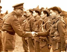 Duke of Gloucester greeting New Zealand soldiers in 1940
