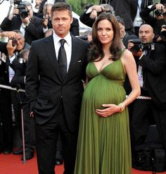 Brad Pitt and Angelina Jolie at 2011 Cannes Film Festival. Celebrity Maternity Style, Celebrity Couples, Maternity Fashion, Maternity Dresses, Angelina Jolie Pregnant, Brad Pitt And Angelina Jolie, Pregnant Celebrities, Actrices Hollywood, Pregnancy Outfits