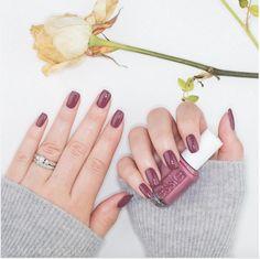 Malgré les tendances, on ne peut nier que le web a ses chouchous. Que diriez-vous de découvrir la couleur de vernis à ongles la plus populaire de la toile ?