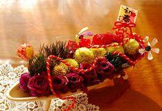 五葉松のプリザーブドや紫のローズ、菊をあしらったお正月にふさわしい和風のアレンジメントです。|ハンドメイド、手作り、手仕事品の通販・販売・購入ならCreema。