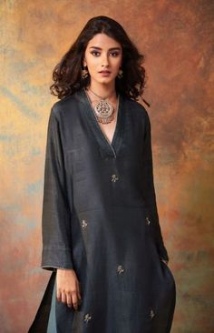 trendy how to wear dresses in summer outfit ideas Source by dresses idea Kurta Designs Women, Salwar Designs, Blouse Designs, Summer Dress Outfits, Chic Outfits, Fashion Outfits, Fashion Ideas, Fasion, Kurta Style