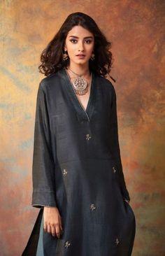 trendy how to wear dresses in summer outfit ideas Source by dresses idea Salwar Designs, Kurta Designs Women, Blouse Designs, Summer Dress Outfits, Chic Outfits, Fashion Outfits, Fashion Ideas, Fasion, Kurta Patterns