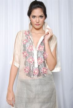 Modern Women's Barong - the coloured floral embroideries in this are to die for! Debut Dresses, Glam Dresses, Filipino Fashion, Asian Fashion, Barong Tagalog For Women, Unique Fashion, Modern Filipiniana Dress, Traditional Dresses, Fashion Outfits