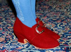 DIY 18th C shoes!  Lovely!
