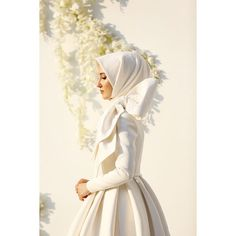 ✨ Canım Zeynep'cim👰🏻 You have become a duplicate bride like yourself. Sharing this process with you was the most valuable. Muslim Wedding Dresses, Muslim Brides, Wedding Hijab, Muslim Dress, Hijab Dress, Wedding Gowns, Kebaya Hijab, Turban Hijab, Muslim Hijab