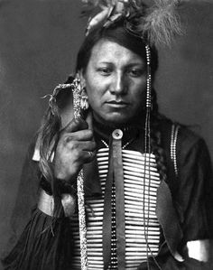 Sioux male. Yet another photograph with no information of the subject. Credit: Gertrude Kasebier (Smithsonian Institution).