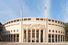 Estádio do Pacaembu 1940, São Paulo. Foi construído seguindo o estilo Art Déco.
