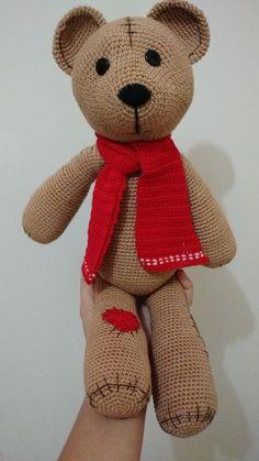 Amigurumi Urso Pardo com Cachecol 30cm
