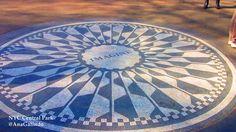 """Ana Galindo  MOSAICO GEOMÉTRICO CIRCULAR. 29 de julio. DÍA DE JOHN LENNON Strawberry Fields en Central Park Este era el lugar preferido de John Lennon y su esposa Yoko Ono para pasear por el parque, situado justamente en frente del Dakota, su residencia. Tras el asesinato de Lennon la ciudad dedicó este terreno a su memoria y lo llamó Strawberry Fields (Campo de Fresas) por su canción """"Strawberry Fields Forever"""". Yoko Ono se encarga de mantenerlo a través de donaciones. En el centro, un mo"""