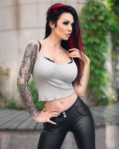 😍💕👊🏼 Yesterday 📸 @danielkopp_photo Like it? Yes or No⁉️👇🏼 leave a comment ❤️ #wednesday #wednesdayvibes #inked #tattoos #tattooart #girlswithink #redhair #piercings #alternative #girl #model #starfucked