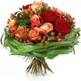BOUQUET STYLE: hand-tied bouquet of roses and hypericum berries with grass collar Red Wedding Flowers, Bridal Flowers, Fall Flowers, Pretty Flowers, Bridal Bouquets, Flower Bouquets, Hand Tied Bouquet, Rose Bouquet, Send Flowers Online