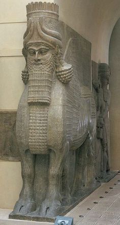 amassu (toro alado con cabeza humana), de la ciudadela de Sargón II, Dur Sharrukin (Khorsabad moderno), Irak,  720-705 aC. De piedra caliza