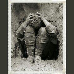 #mulpix Çanakkale Harbi'nde Türk bombardımanı karşısında korkuya kapılan bir İngiliz askeri...  #kaybolantarihinpeşinde  #tarih  #history  #ottoman  #ottomanempire  #osmanlı  #osmanlıimparatorluğu  #çanakkaleharbi  #anzac  #anzak  #18mart1915