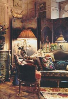 Eclectic: antiques, colour and clutter. Iris Apfel's Manhattan apartment. Shabby Chic Pink, Shabby Chic Homes, Shabby Chic Decor, Vintage Decor, Decoration Shabby, Decoration Design, Trumeau, Manhattan Apartment, Eclectic Decor
