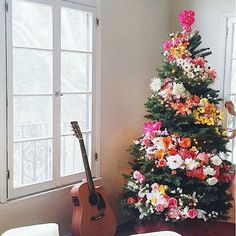 Obsessed with this gorgeous floral christmas tree  via @designlovefest #meraki #soycandles #candles #christmasgifts #christmas #christmastree #flowers #florist #blooms #flowerwreath #floral #homeinspo #homestyling #interiors #interiordesign #interiorsinspo #styling #christmasdecor  via ✨ @padgram ✨(http://dl.padgram.com)