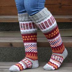 Suomi on miljoonien villasukkien maa – kuvaa meille omasi Loom Knitting, Knitting Socks, Knitting Patterns, Drawn Thread, Thick Socks, Wool Socks, Boot Cuffs, Christmas Knitting, Knitting Projects