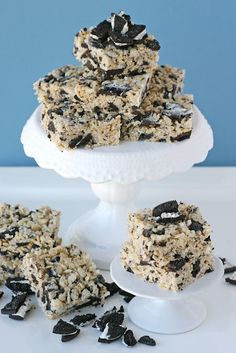 Cookies and Cream Rice Krispies Treats: YUMMM  6 cups Rice Krispies cereal  20 regular oreos, crushed/chopped (about 2 1/2 cups crushed)  5 cups mini marshmallows  3 Tablespoons butter